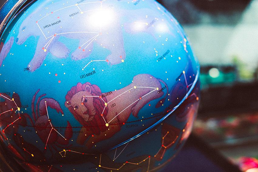 Una sfera con i segni dell'oroscopo